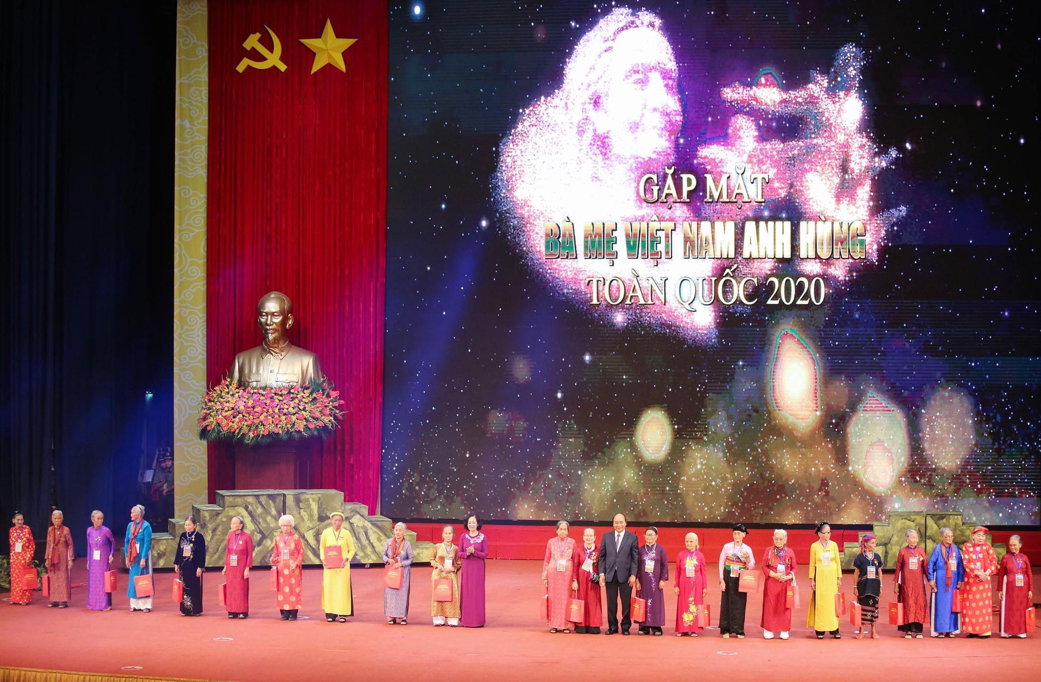 The Meeting of representatives of Vietnamese Heroic Mothers
