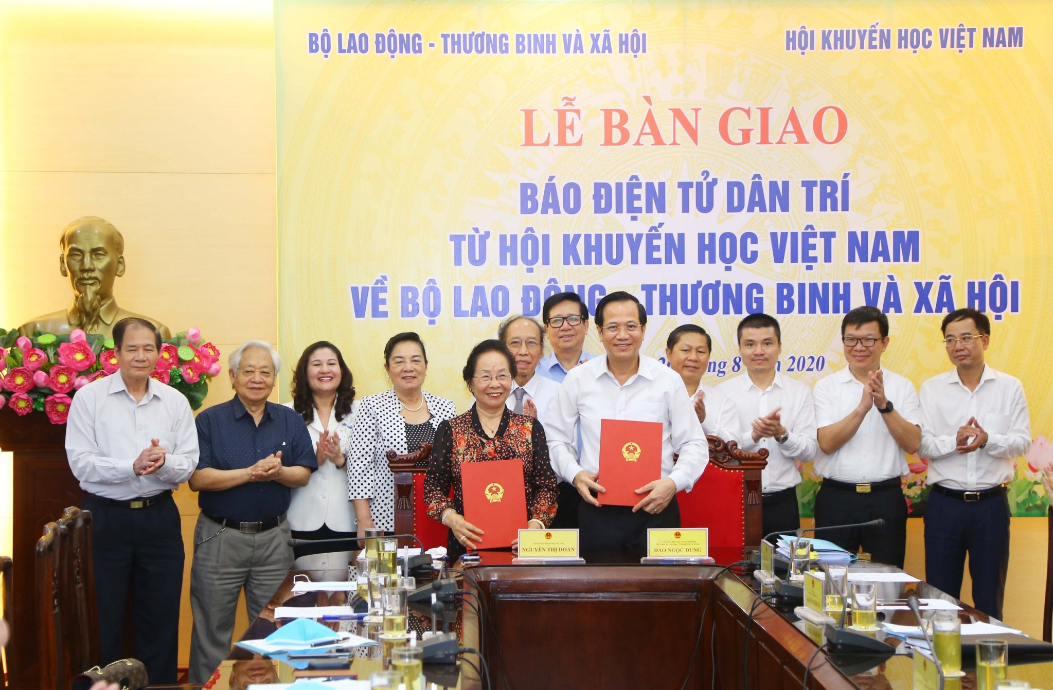"Handover Ceremony of ""Dan Tri"" online newspaper from Vietnam Association for Promoting Education to Ministry of Labour – Invalids and Social Affairs"