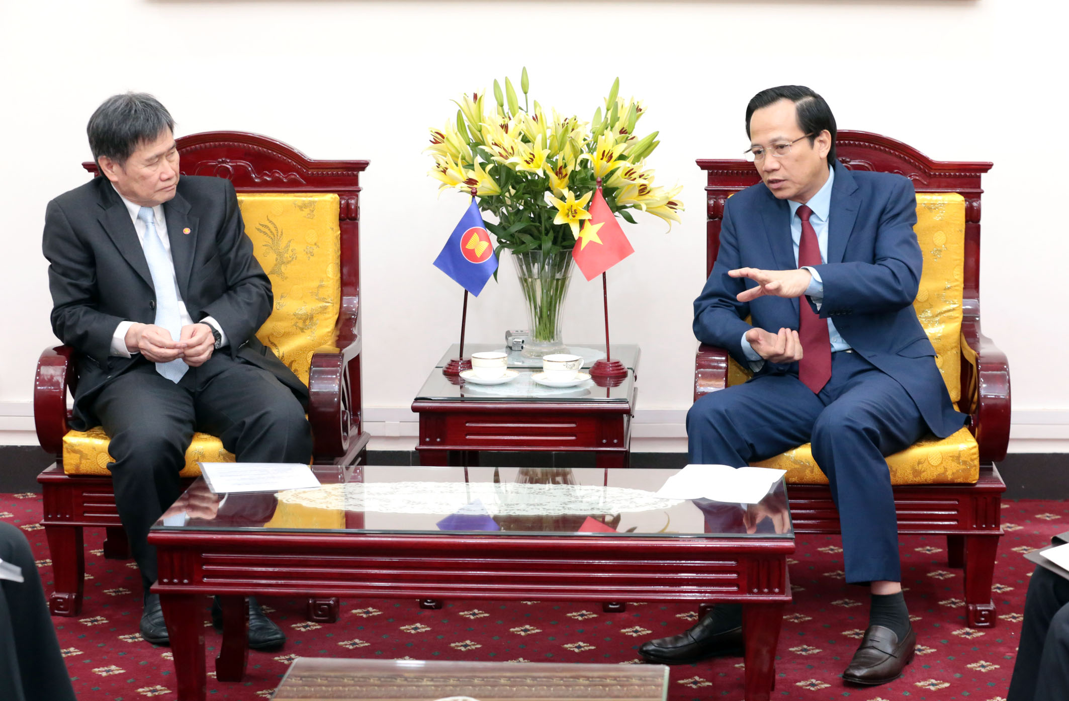 Minister Dao Ngoc Dung receives ASEAN Secretary General