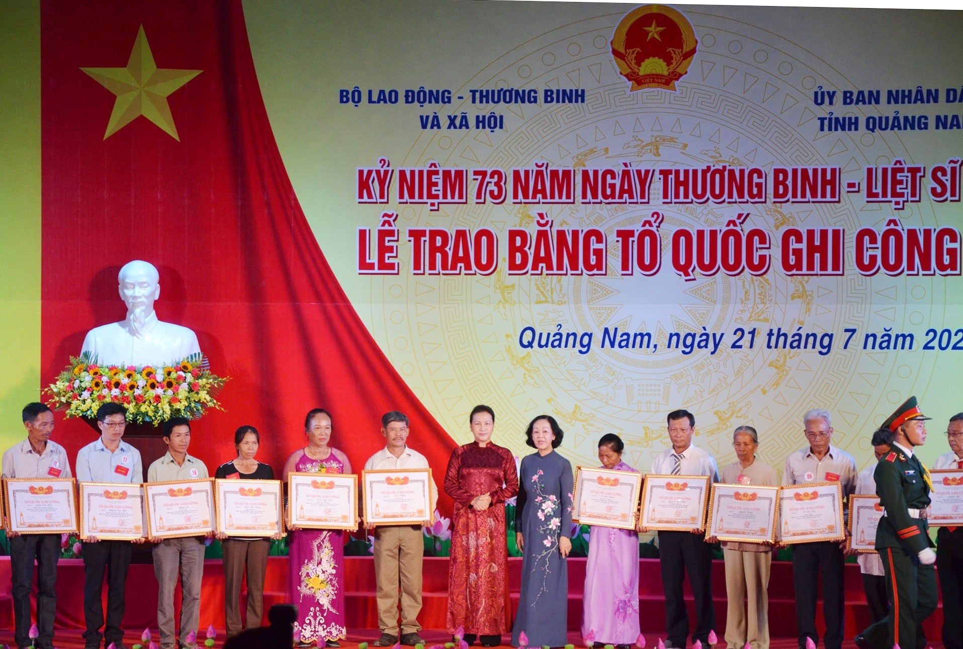 "NA's Chairwoman Nguyen Thi Kim Ngan presented ""The Fatherland Acknowledges the Merit"" certificates to families of war martyrs"