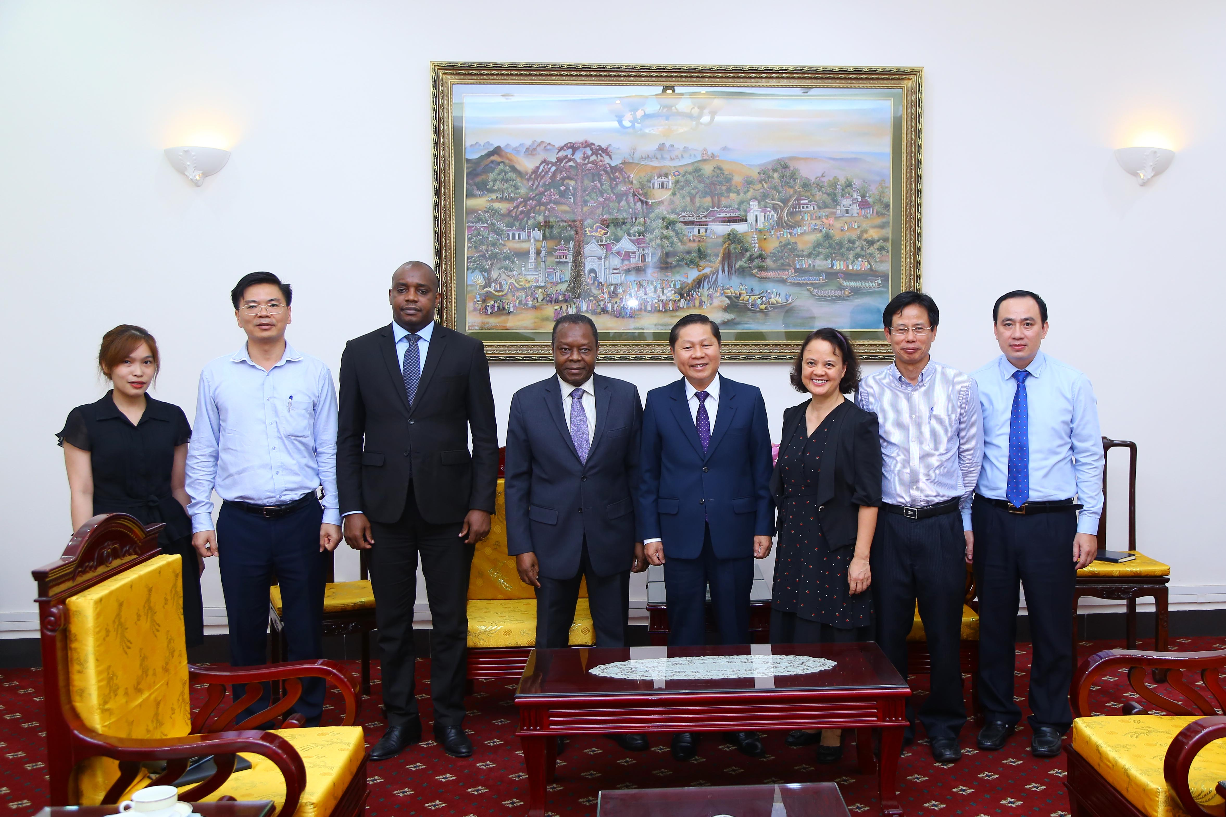 Strengthening cooperation on labour and social security between Vietnam and Angola