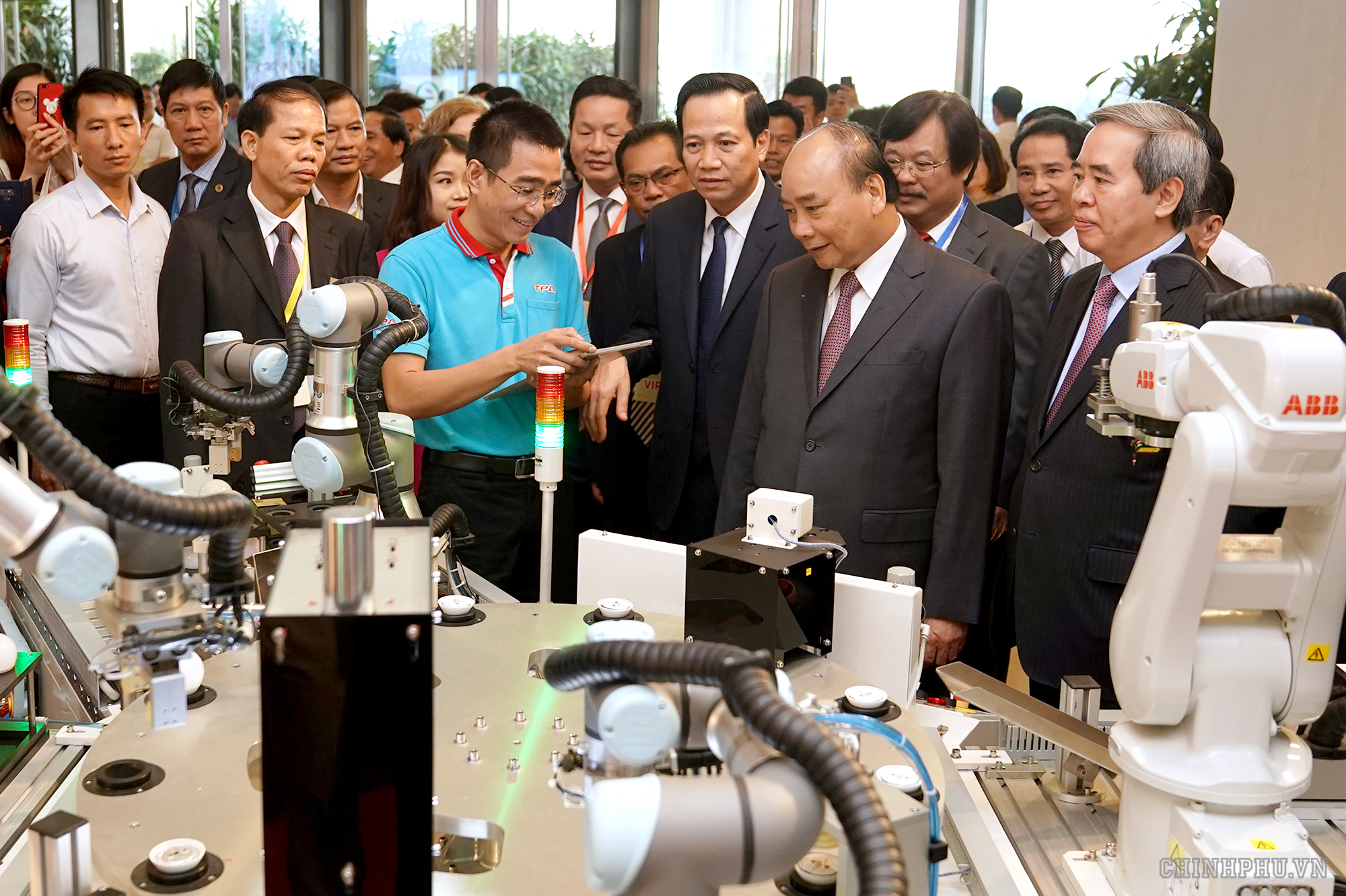 The Prime Minister figures out measures to improve Vietnamese labourers' skills