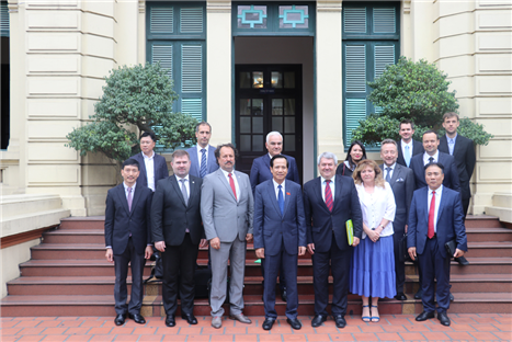 Minister Dao Ngoc Dung receives Vice Chairman of Czech Parliament's Chamber of Deputies
