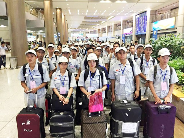 More than 91,600 Vietnamese go abroad for work in eight months